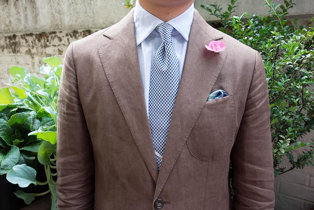 Mann in Hemd und Krawatte