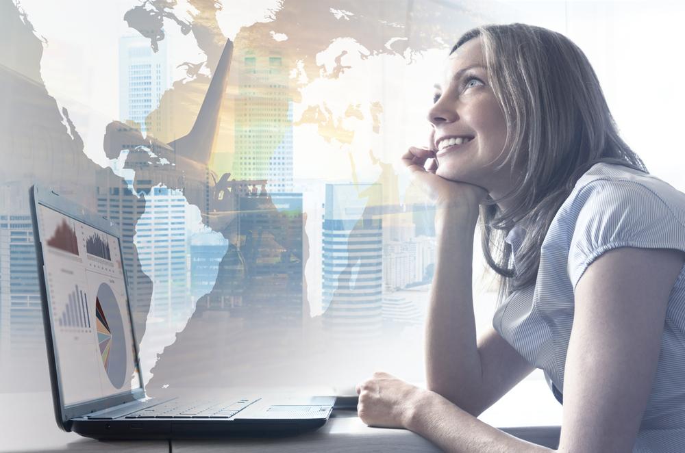 Frau vor dem Computer